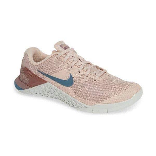 chọn giày thể thao nữ