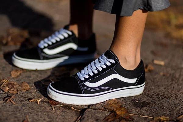 Mới lạ mỗi ngày chỉ với những cách thắt giày Vans