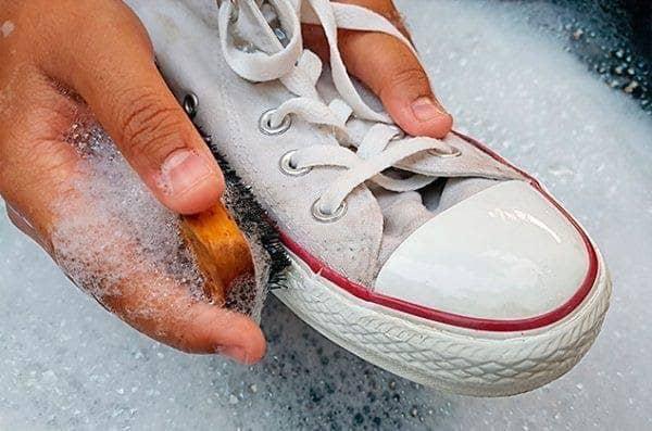 cách giặt giày converse trắng