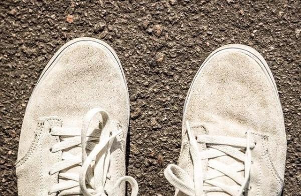 cách làm mới giày da lộn