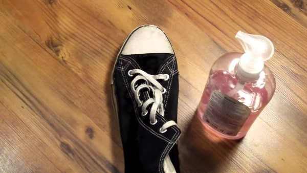 cách làm sạch giày converse