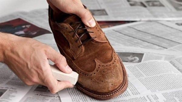 làm sạch giầy da lộn