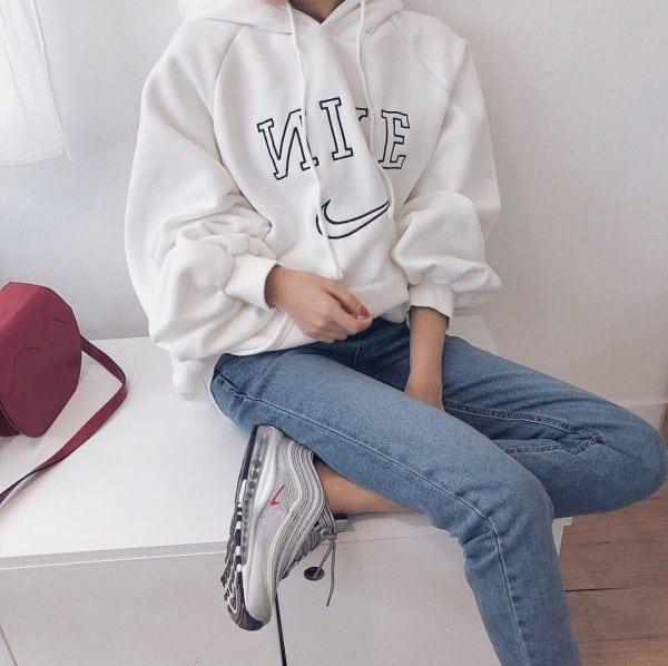 phối quần áo với giày thể thao nữ