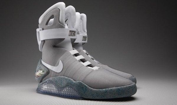 giày tự thắt dây Nike MAG